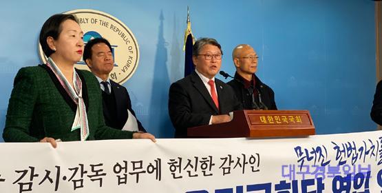 우리공화당 영입인재 발표 기자회견 (2).jpg
